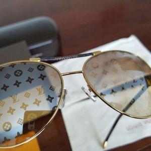Authentic Louis Vuitton Conspiration Pilote Z0202U